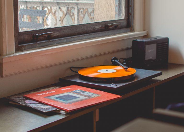 Återskapar 70-talsmusik